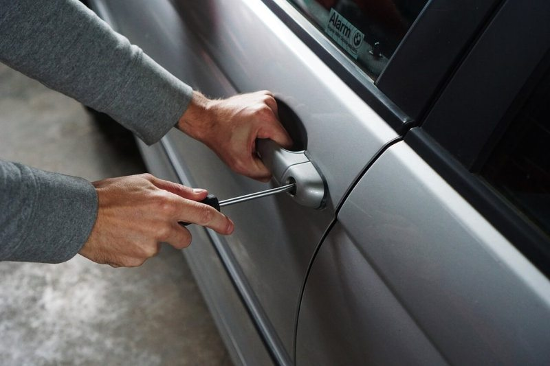 Autó kinyitása kulcs nélkül