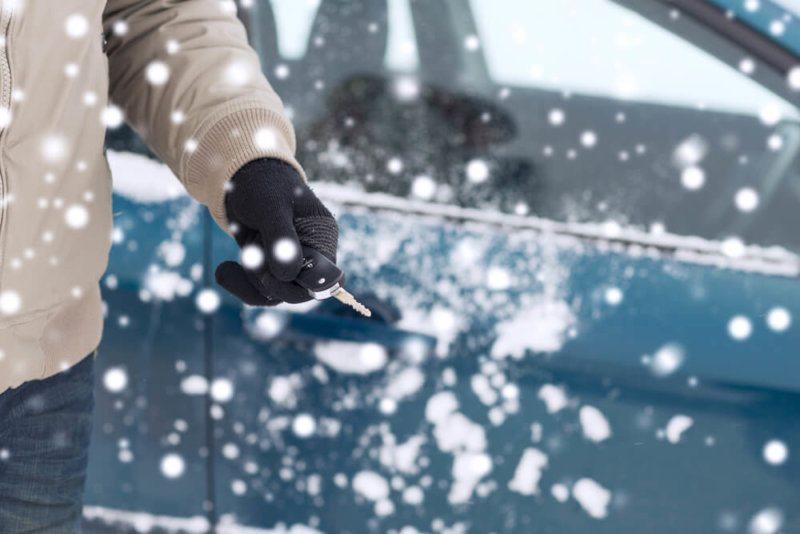 Autózár nyitás Budapesten télen