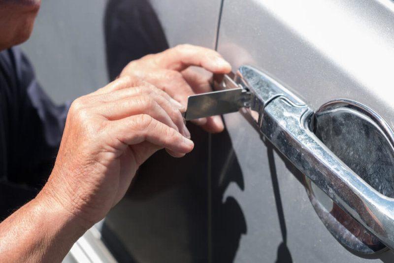Autó zárnyitás sérülésmentesen