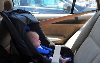 Autóba zárt gyerek